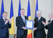 Klaus-Iohannis-primeste-Premiul-european-Coudenhove-Kalergi-de-la-Printul-Nikolaus-von-Liechtenstein-care-este-presedintele-Societatii-Europene-Coudenhove-Kalergi.jpg