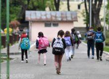 image-2021-05-17-24802672-46-elevi-revenind-cursuri-scoala-190-din-bucuresti.jpeg